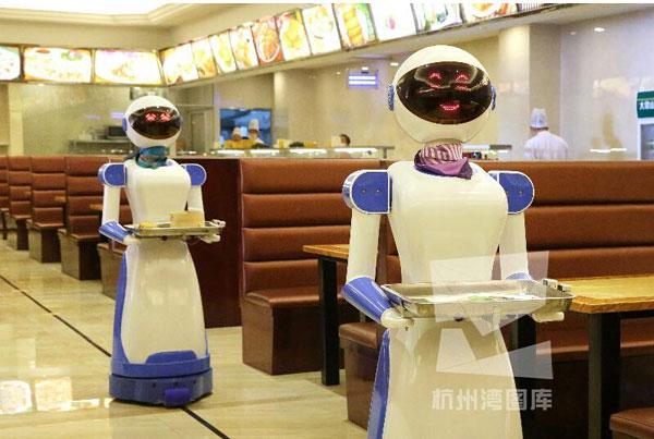 桥城开出首家机器人餐厅 迎宾送菜跳舞萌萌哒