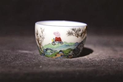 """""""佩奇游春""""新奇珐琅白瓷杯走红"""