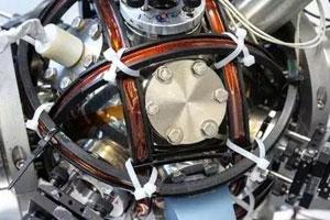 """全球首款量子""""罗盘""""问世 未来导航有望不靠卫星"""
