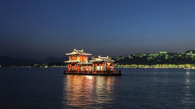"""杭州西湖开启""""夜游模式"""""""