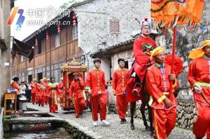 观中式婚礼、品十味豆腐…开游节前童古镇很热闹