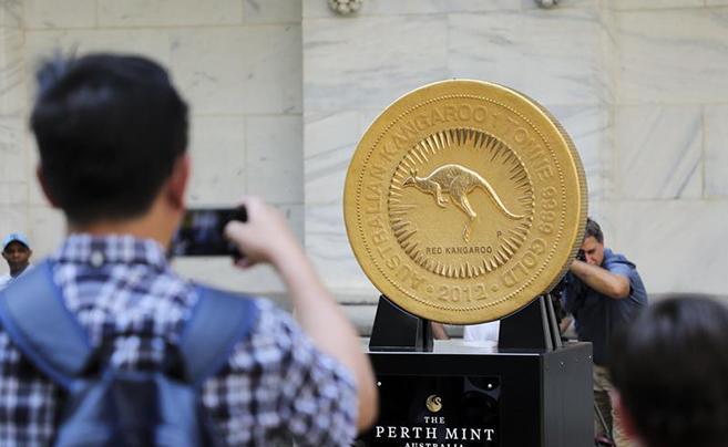一吨重金币亮相纽约